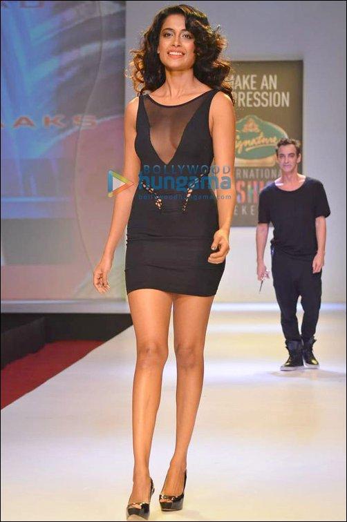 Bollywood walks the ramp at SIFW 2013