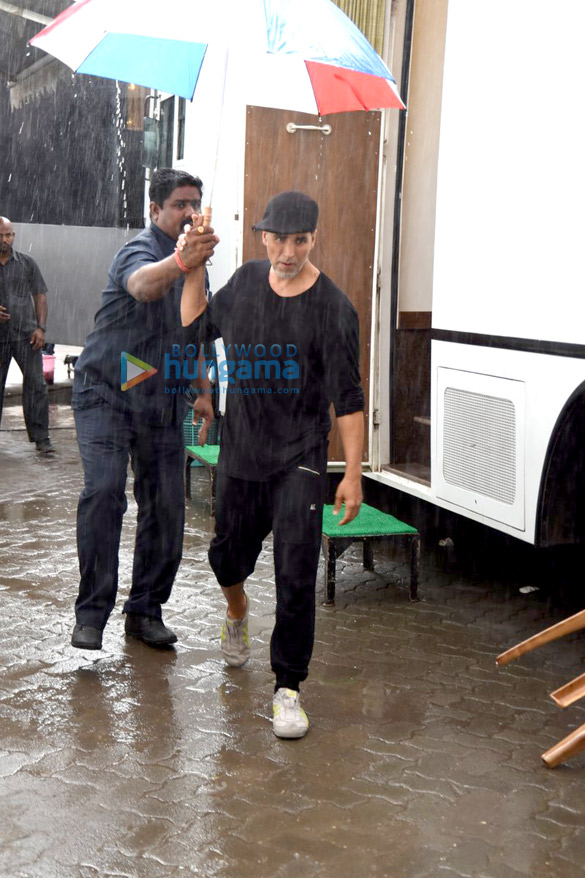 Akshay Kumar snapped in his new look during 'Brothers' promotion