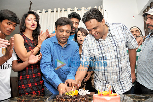 Avadh Sharma celebrates his birthday with the cast of his film 'Ek Kahani Julie Ki'