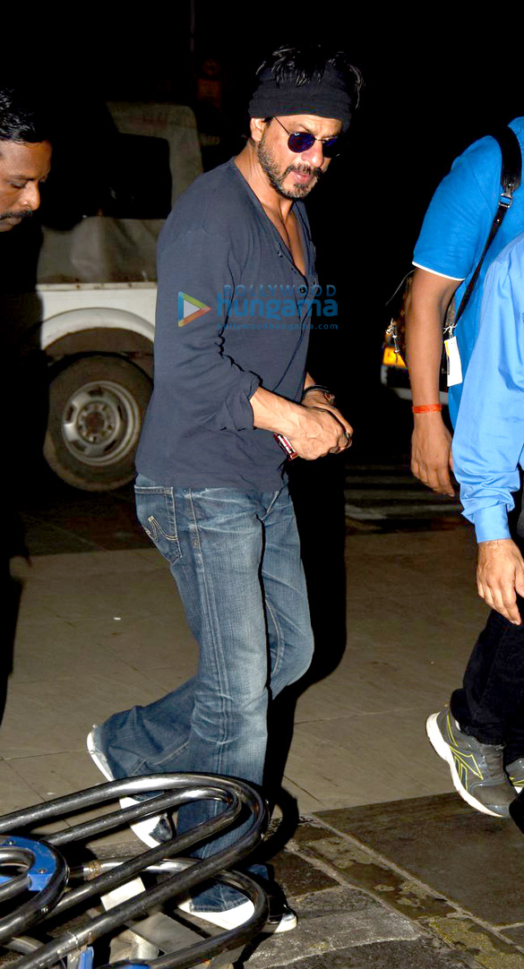Shah Rukh Khan departs to shoot 'Dilwale' in Hyderabad