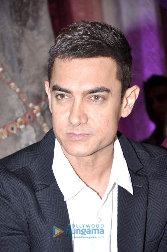 Aamir promotes 'Talaash' on Star Pariwar