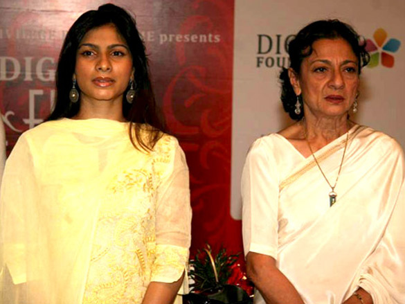 Tanuja, Tanisha and Tusshar at Dignity Film Festival