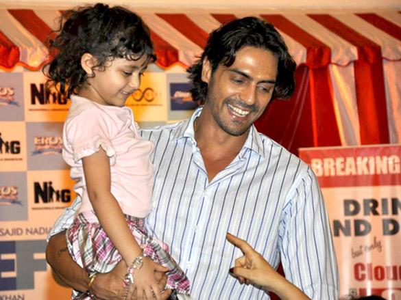 Arjun, Ritesh and Sajid promote Housefull at Infinity Mall