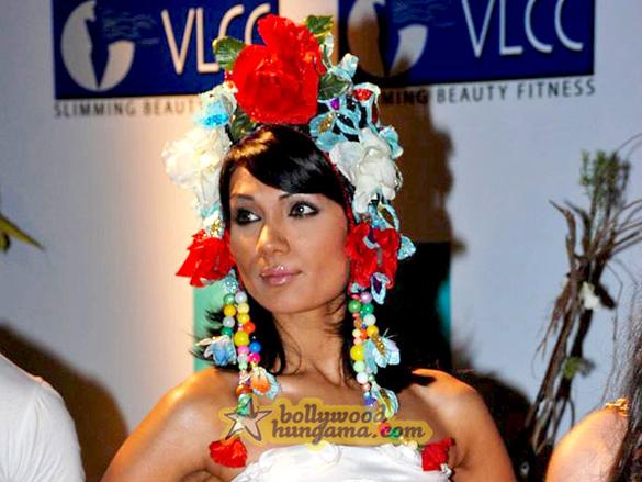 Zeenat Aman Inaugurates VLCC's Day Spa