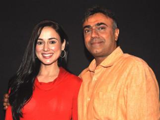 Photo Of Linda Arsenio,Rajit Kapoor From The Sohan Roy presents Sonu Nigam the screenplay of 'Dam 999'