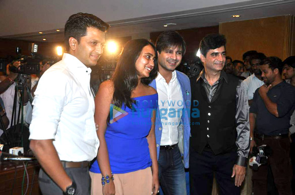 Bash of 'Grand Masti' for making 100 crores