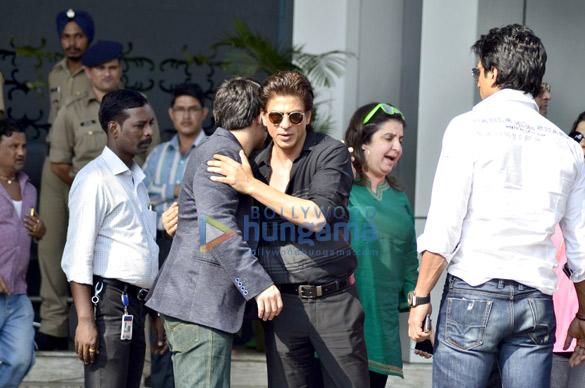 Shahrukh Khan, Farah Khan, Sonu Sood & Vivaan Shah arrive back from Happy New Year promotions