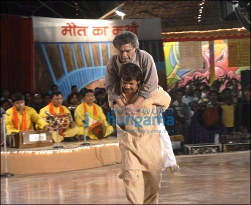 Dara Singh, Satyadev Dubey on sets of Ata Pata Laapata