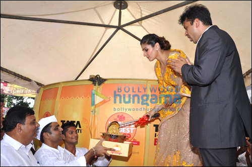 Check out: Raveena Tandon unveils World's Biggest Laddoo for Andheri Cha Raja