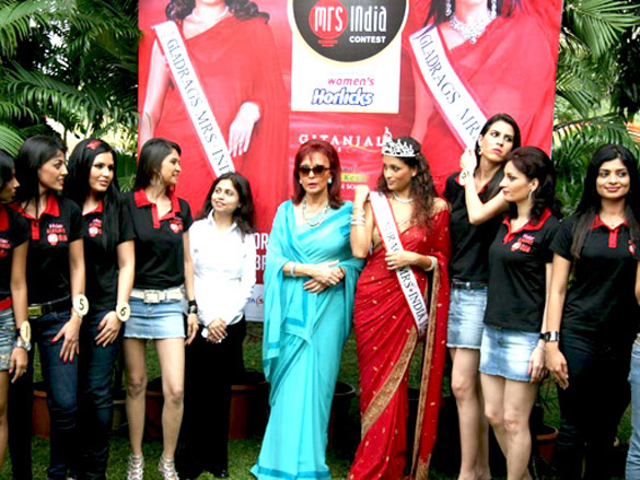 Maureen Wadia unveils Gladrags Mrs India contestants