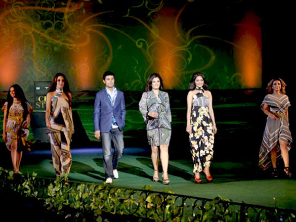 Raveena and Randeep walk for Etro on Chivas Studio Day 1