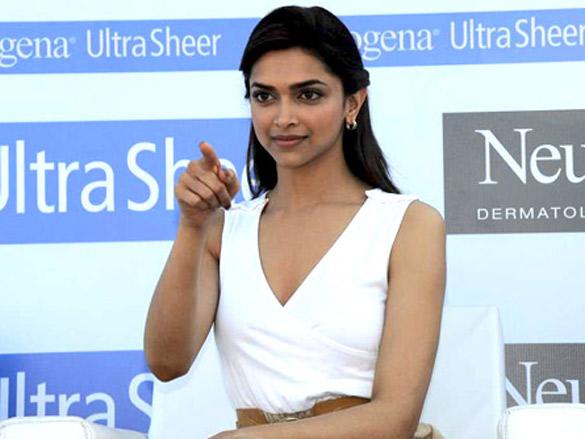 Deepika at Neutrogena largest Umbrella Mosaice press conference