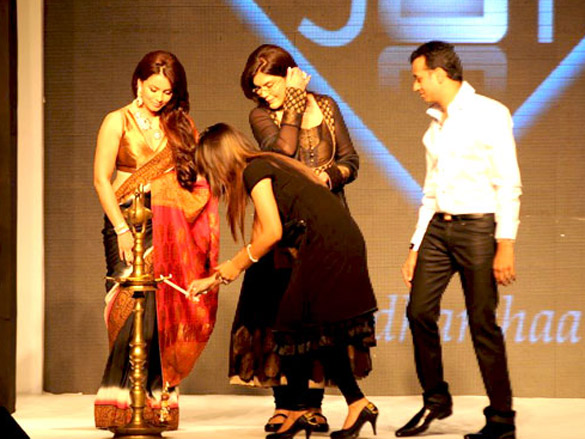 Zeenat Aman and Mahima walk the ramp for Sawansukha Jewellers at IIJW 2011