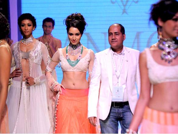 Shraddha Kapoor walks the ramp for Anmol Jewellers at IIJW 2011