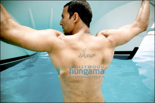 Akshay Tattoos Blue On His Neck For His Upcoming Film Bollywood News Bollywood Hungama