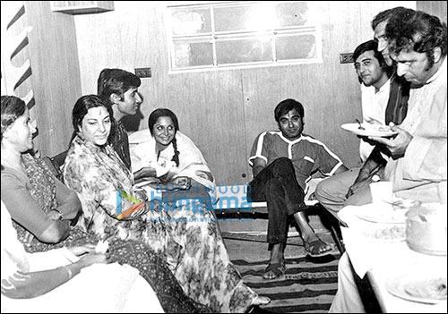 Amitabh Bachchan shares memories of Reshma Aur Shera