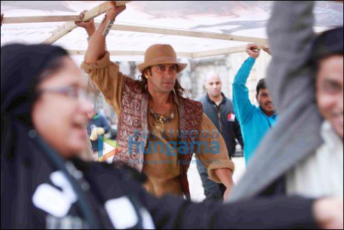 Salman Khan assisted art director on sets of Veer