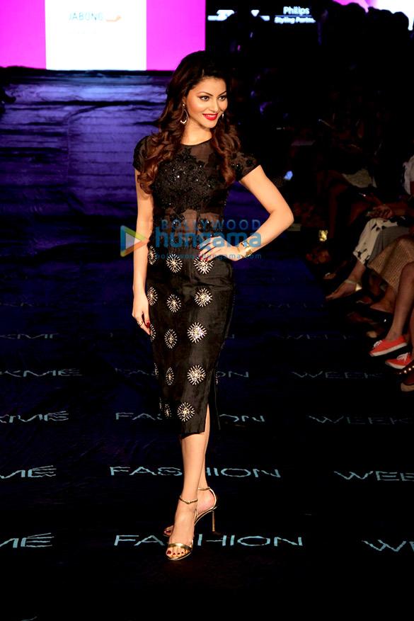 Urvashi Rautela, Elli Avram & Shruti Seth snapped at the Lakme Fashion Week 2015