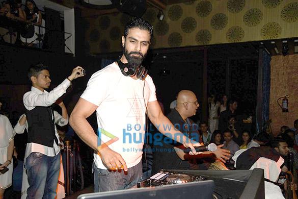 Ashmit Patel DJs with Drum Boodha at 'BollyStar DJ Nites'