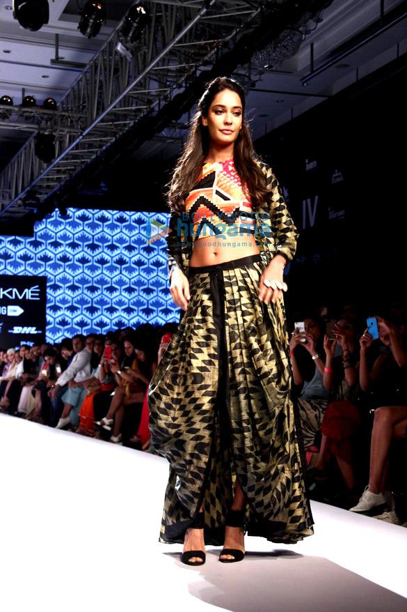 Lisa Haydon walks for Swati Vijaivargie at Lakme Fashion Week 2015