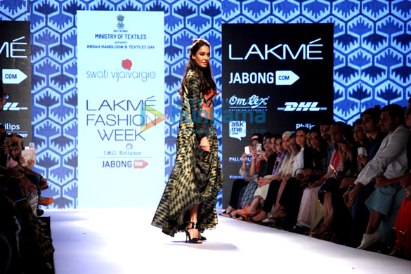 Lisa Haydon walks for Swati Vijaivargie at Lakme Fashion Week 2015