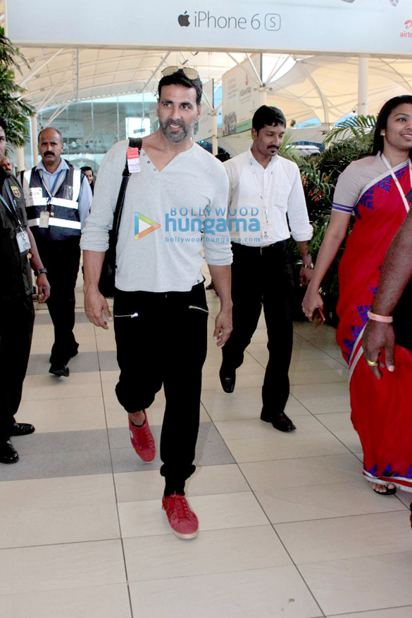 Akshay Kumar, Abhishek Bachchan, Anil Kapoor and others snapped at the domestic airport