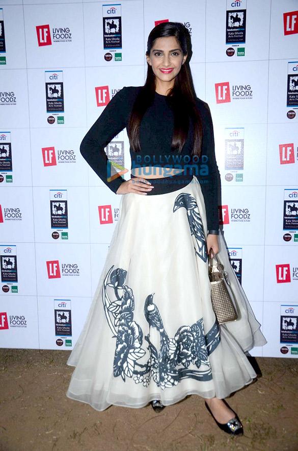 Sonam Kapoor promotes 'Neerja' at 'The Kala Ghoda Arts Festival'