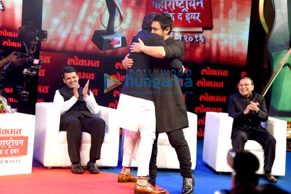 Aamir Khan & Ranveer Singh at Lokmat Maharashtrian of the year award 2016