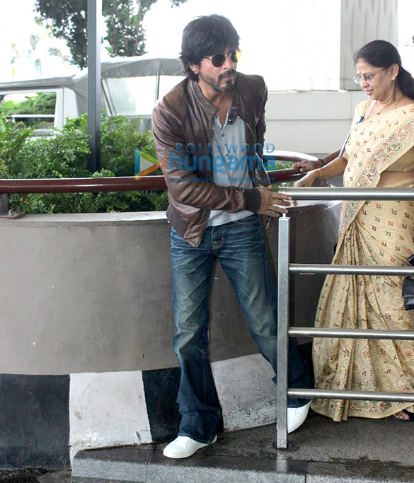 Shah Rukh Khan departs to promote 'Fan' in Delhi