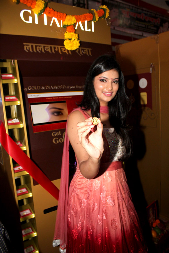 Sayali Bhagat unveils Gitanjali's Gold & Jewellery vending machine