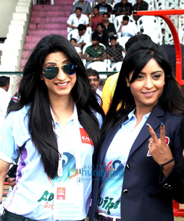 Urvashi Chaudhary supports Bhojpuri CCL team at Hyderabad