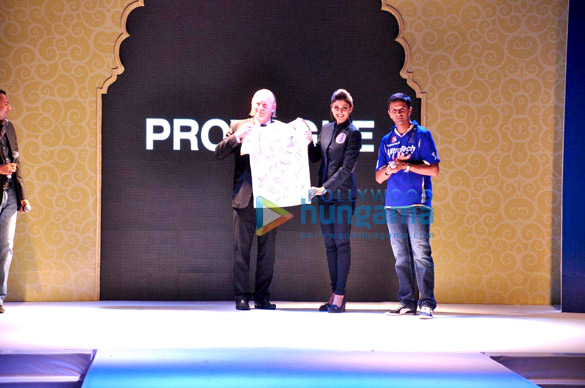 Shilpa Shetty walks the ramp for Provogue-Rajasthan Royals