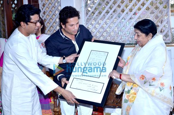 Lata Mangeshkar & Sachin Tendulkar honoured by Raj Thackeray