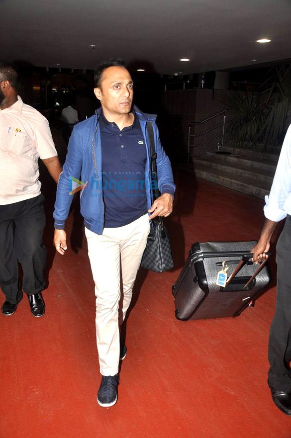 Anushka Sharma & Rahul Bose snapped at the airport