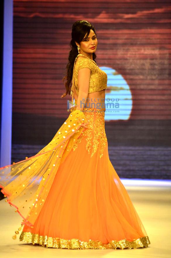 Ameesha Patel walks for Surya Golds at IIJW 2014