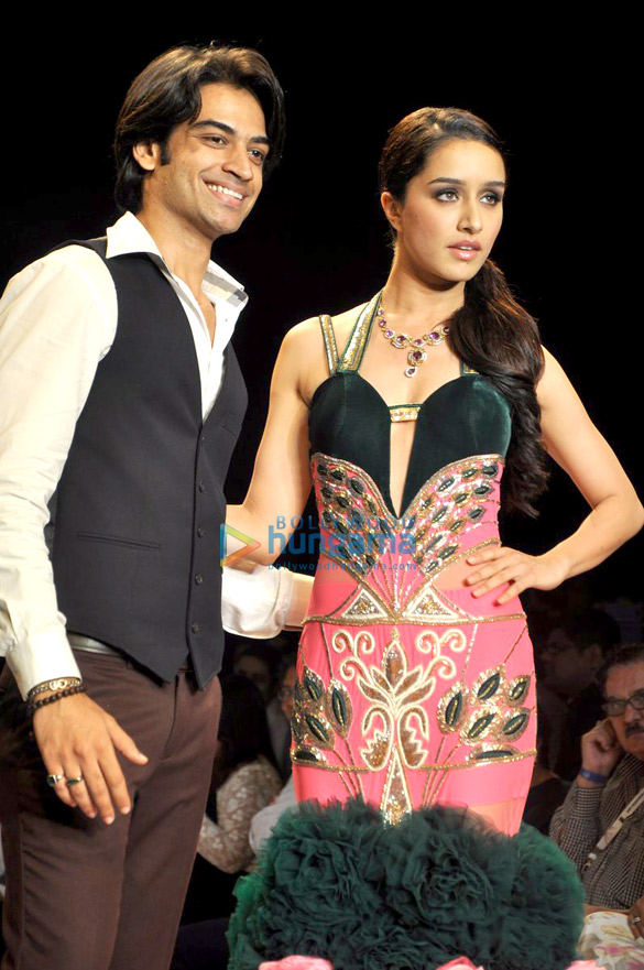 Shraddha Kapoor walks for Gitanjali Italian Colllection at IIJW 2014