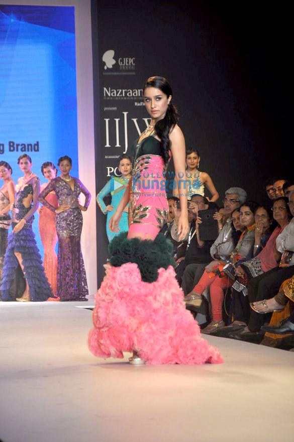 Shraddha Kapoor walks for Gitanjali Italian Colllection at IIJW 2014