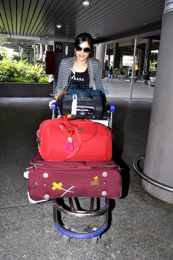 Asin & Sridevi snapped while returning from SIIMA