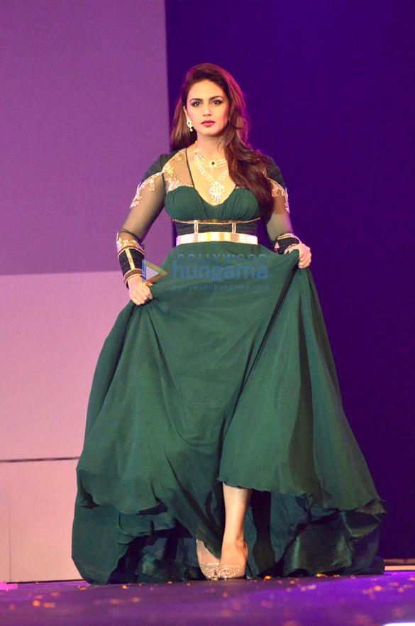 Sushmita Sen, Shraddha Kapoor & Huma Qureshi at IBJA awards and fashion showcase