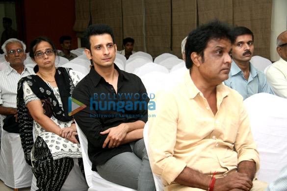 Rishi Kapoor, Tabu, Madhur Bhandarkar pay tribute to Sanjay Chhel's father Chhel Vayeda