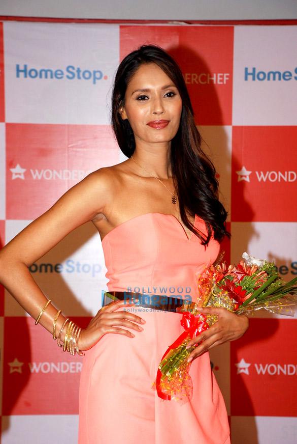 Ujwala Raut graces the Wonderchef Cookware fashion show