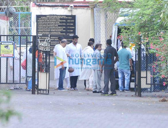 Arjun Kapoor's grand mother's last rites held in Juhu