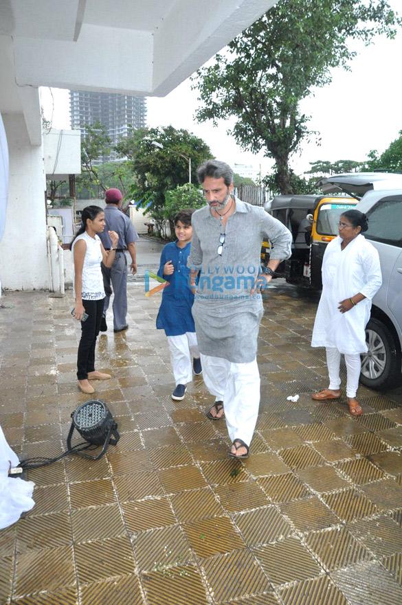 Prayer meet of Raveena Tandon's father-in-law Kundan Thadani