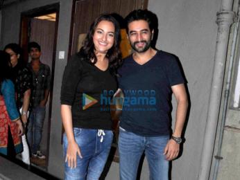 Sonakshi Sinha snapped post dubbing with Shekhar Ravjiani