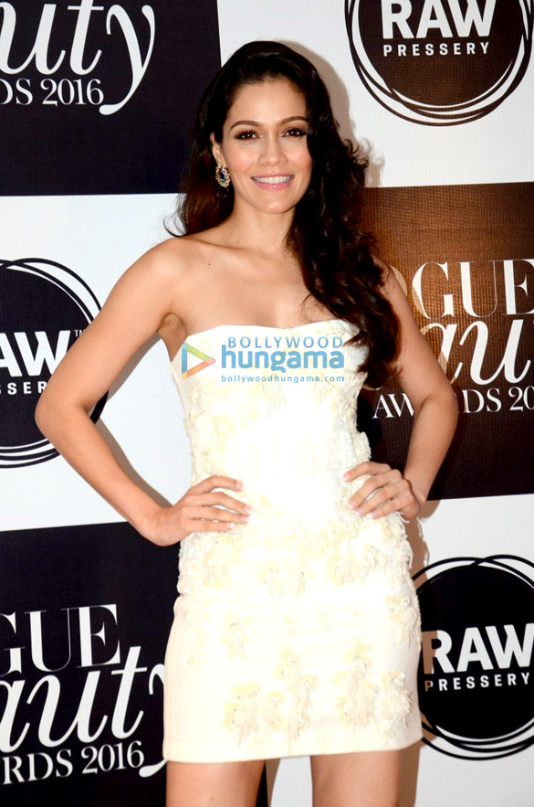 Ranbir Kapoor, Katrina Kaif & others grace 'Vogue Beauty Awards 2016'