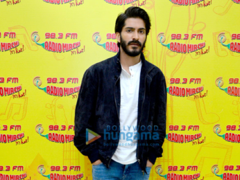 Starcast of 'Mirzya' at 98.3 Radio Mirchi studio
