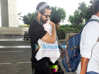 Ajay Devgn and Shahid Kapoor, Mira Rajput and their baby snapped at the airport