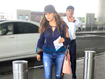 Gauri Khan & Sonakshi Sinha snapped at the Mumbai international airport