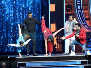 John Abraham & Sonakshi Sinha promote 'Force 2' on Super Dancer