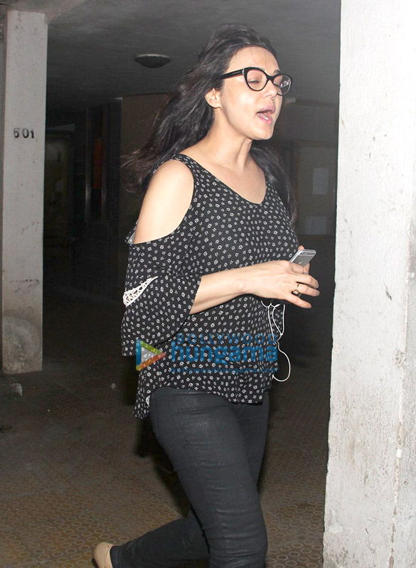 Preity Zinta snapped as she avoids getting clicked by the paparazzi